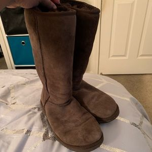 UGG Classic Mid-Calf Boots size 6